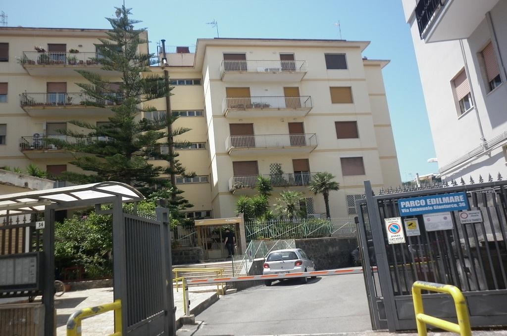 Portici (NA)  - 3 locali con terrazzo e posto auto