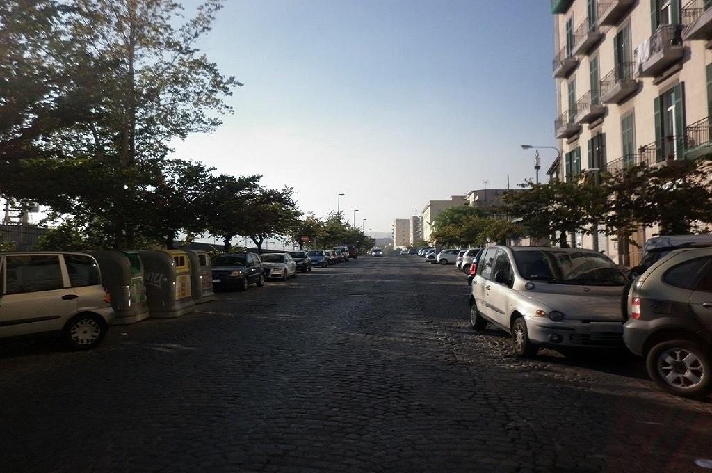 Napoli- 2 locali Buono Stato
