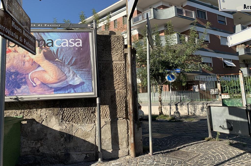 Portici (NA) - 4 locali e 2 acc. Piazza Poli